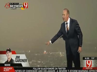 Breaking News Tornado in Moore, Oklahoma  Mar 25, 2015 #Moore #OKwx