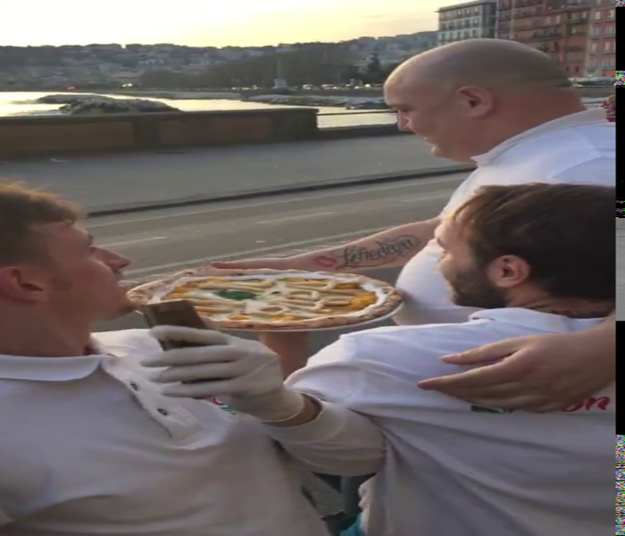 """Pope Accepts A Pizza Delivered To Him While Riding In His """"Popemobile"""""""